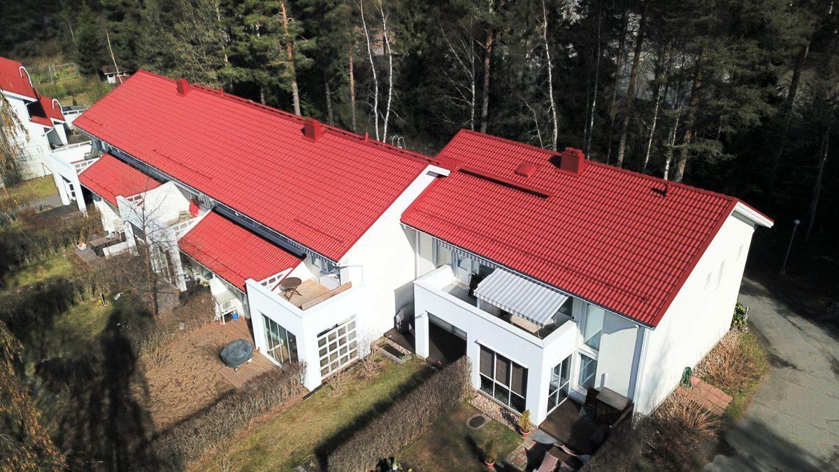 Tiilikaton pesu ja maalaus pitää katon hyväkuntoisena