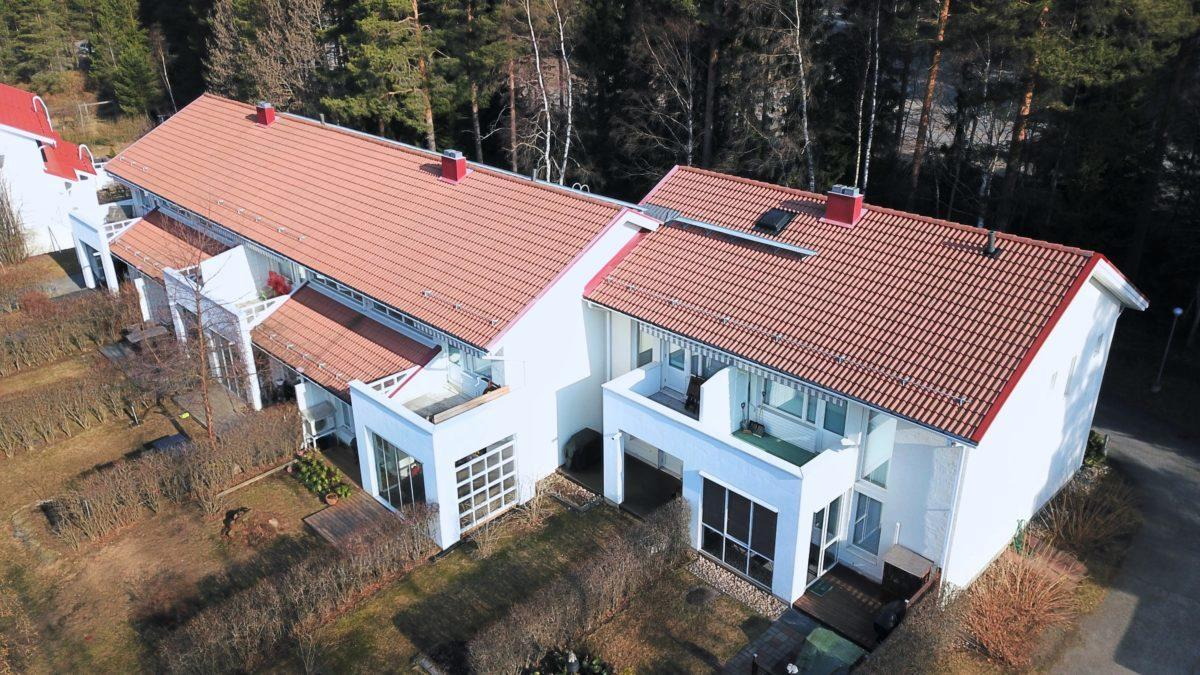 Tiilikaton huolto ja pinnoitus antavat katolle lisää elinikää